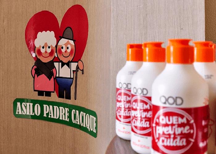 OABPrev-RS entrega 50 tubos de Álcool Gel a entidade de Porto Alegre